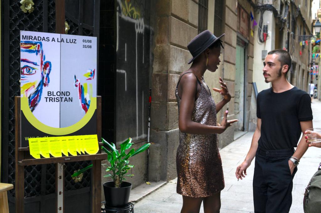 Ludi y artista en inauguración de exposición