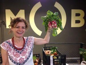 Maria, lider de La Colmena Que Dice Si en MOB Bailén