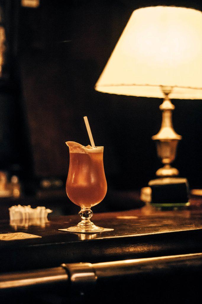 Cocktail en barra de Bar Boadas Ruta MixologyArt Barcelona - Ruta MixologyArt